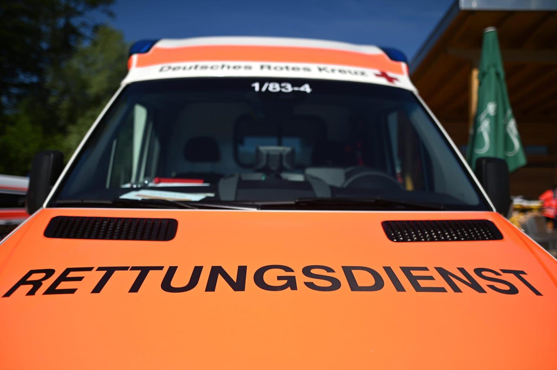 Fahranfänger verursacht Autounfall Drei Radfahrer verletzt
