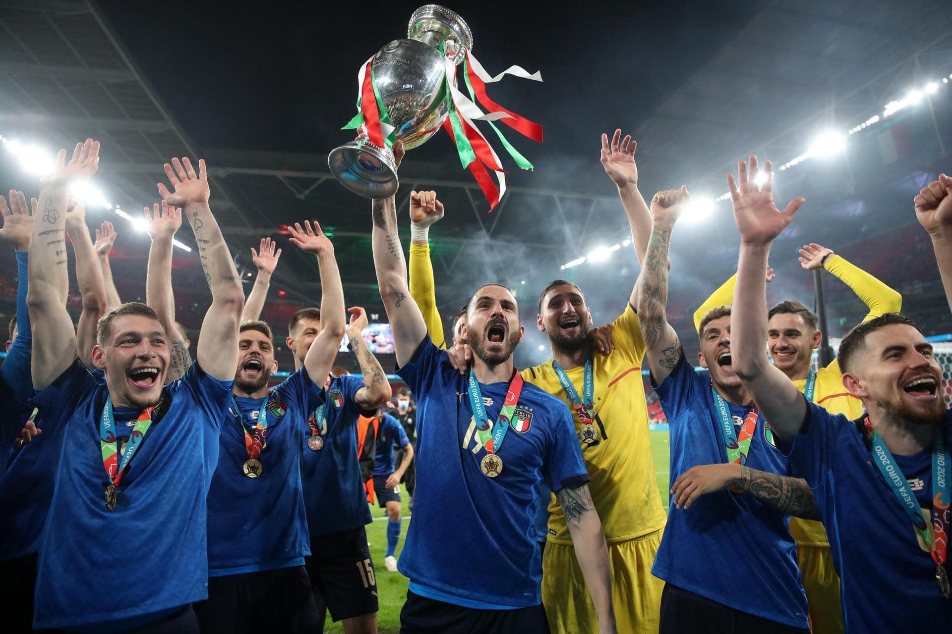 «It's coming Rome»: Italien feiert rauschende Titel-Party Fußball-Europameisterschaft