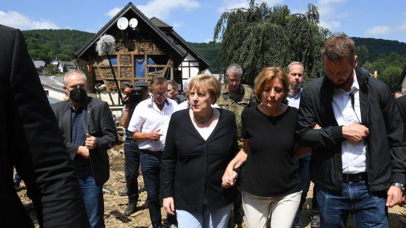 Angela Merkel im Hochwassergebiet