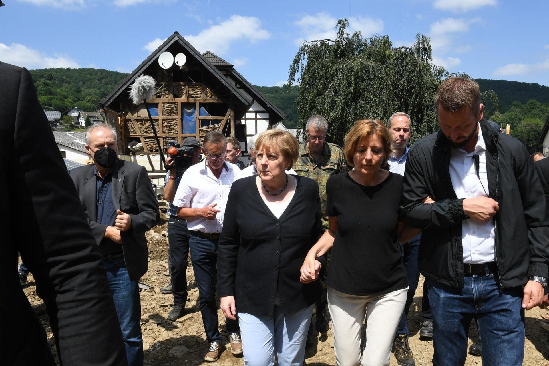 Merkel: «Gespenstische Situation» im Katastrophengebiet Hochwasser in Deutschland