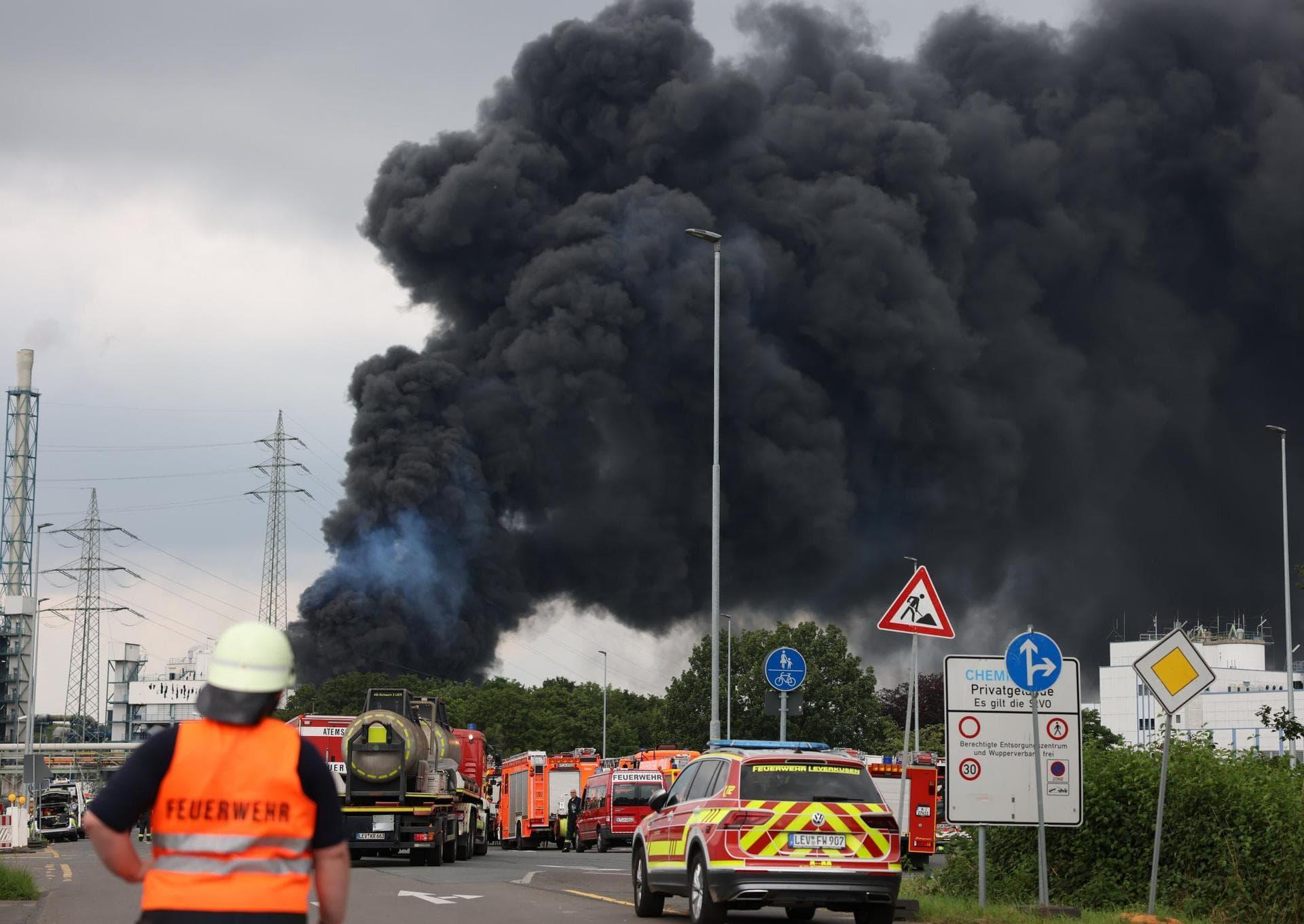 Nach Explosion in Leverkusen: Warnung vor Giftwolke Unfall im Chempark