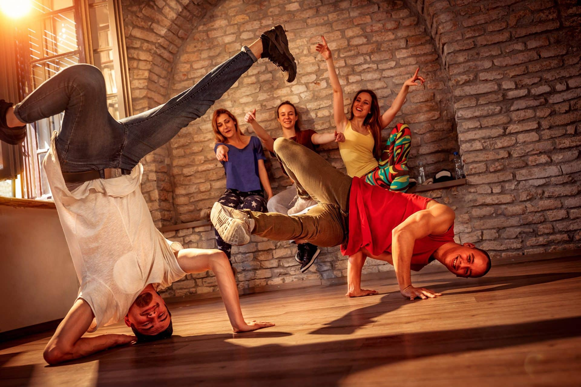 Hip-Hop Dance Battle im Jugendzentrum Utopia Tanz-Wettbewerb in Regensburg mit dem deutschlandweit bekannten Rob Lawray alias DJ Sonsuma
