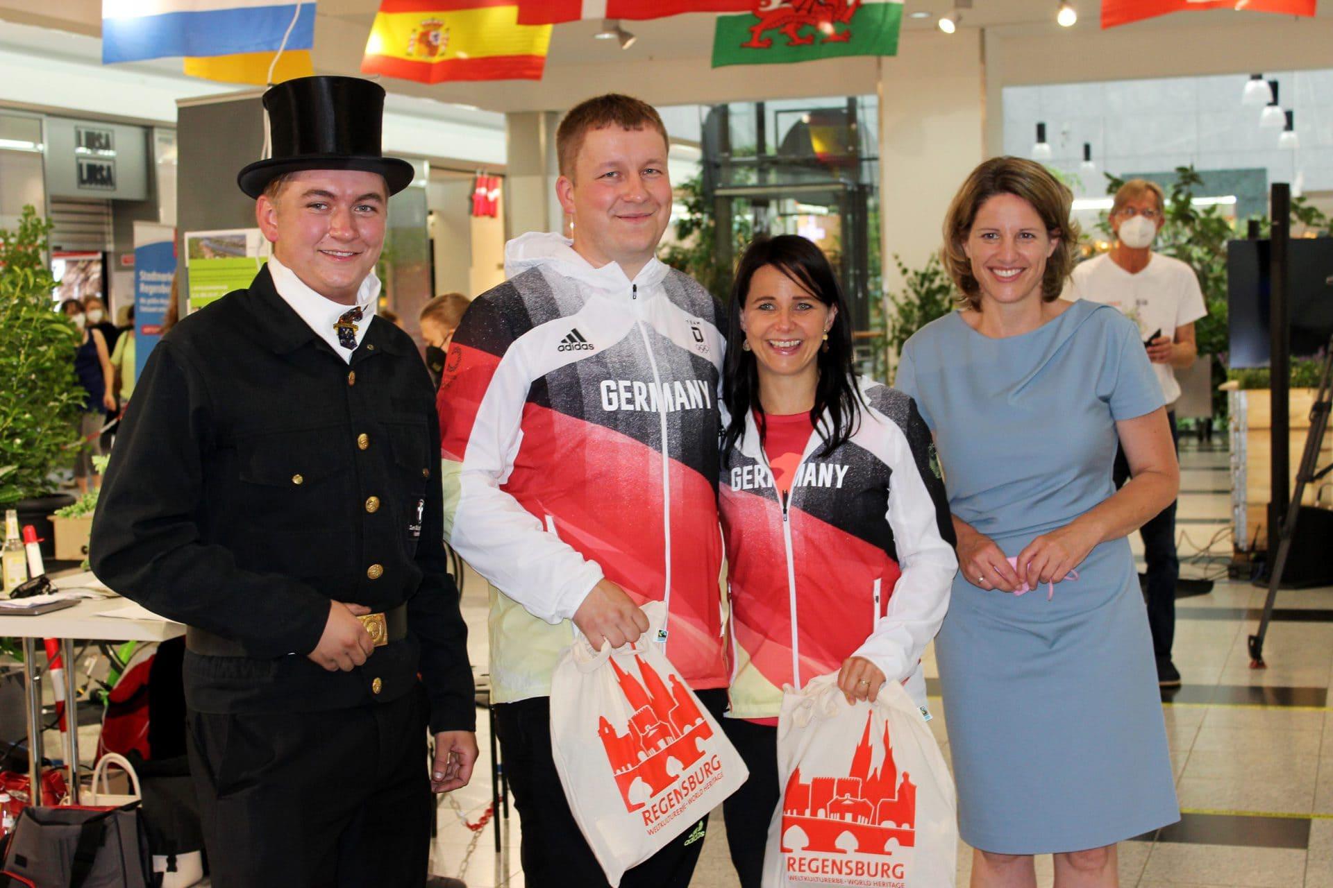 Wir alle wünschen unseren Olympioniken viel Glück in Tokio! Die beiden Regensburger Sportschützen Monika Karsch und Christian Reitz wurden am Dienstag offiziell von der Stadt verabschiedet