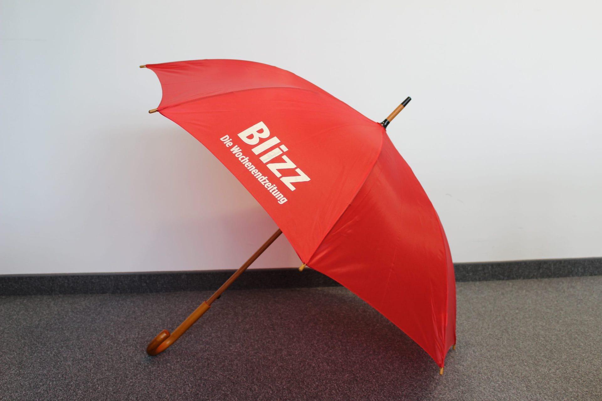 Donnerwetter! Wir verlosen 55 Regenschirme! Gewinnt einen Regenschirm im Blizz-Design.
