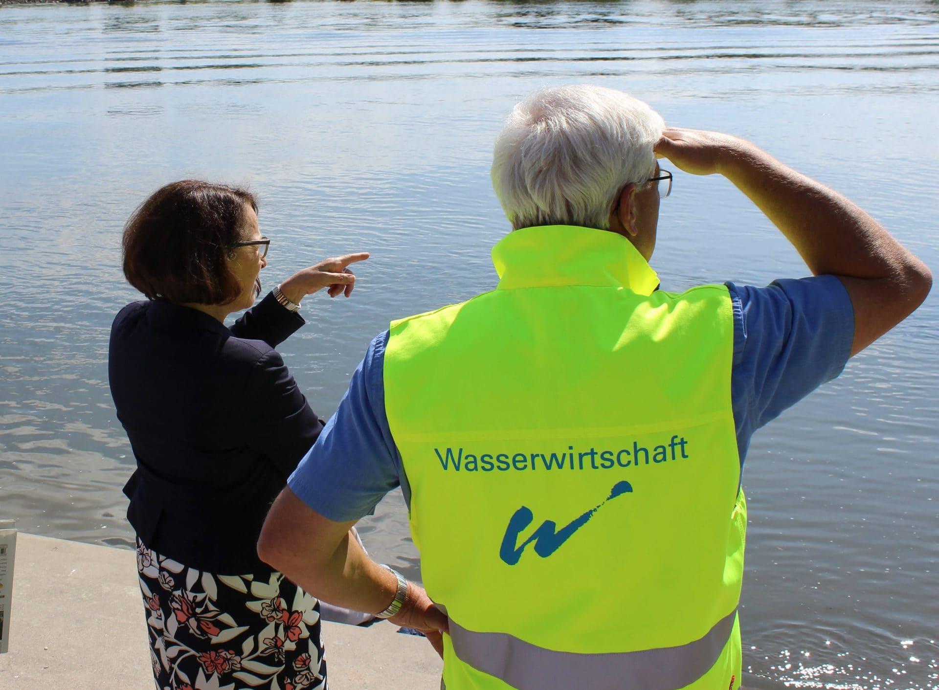"""""""Jeder Kubikmeter, den wir abtragen können, hilft uns!"""" Seit 10 Jahren steht der Hochwasserschutz inSchwabelweis - Wie weit sind die Planungen der anderen Abschnitte?"""