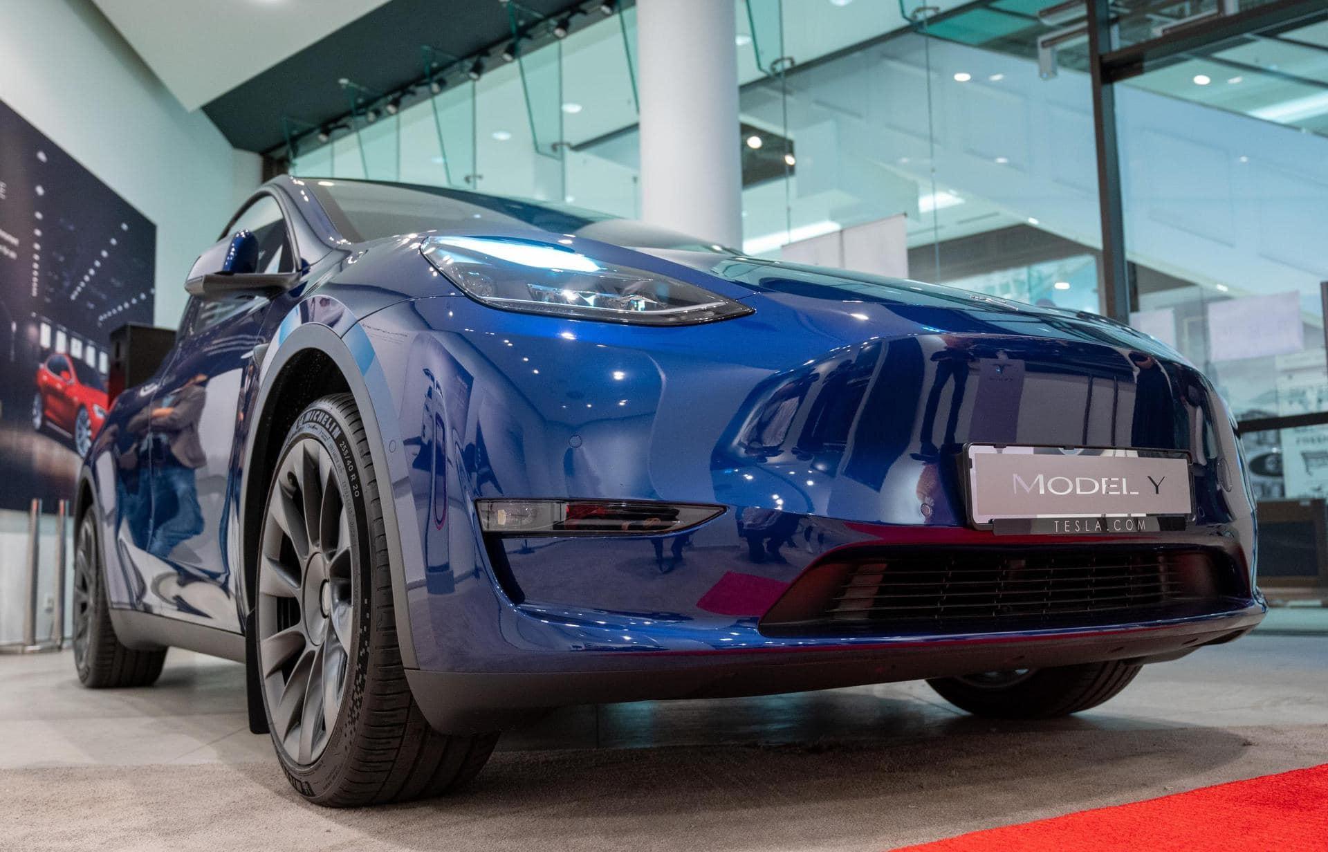 Tesla zeigt Model Y in Deutschland Autos