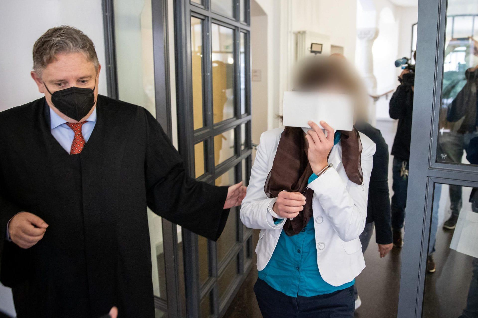 «Wir glauben ihr nicht»: Haftstrafe für Mutter Prozess in Regensburg